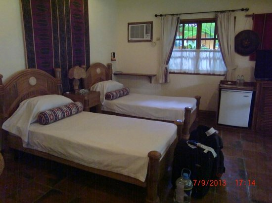 Coco Grove Beach Resort: Our room