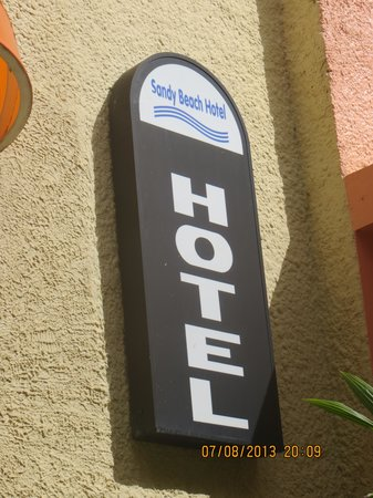 Sandy Beach Hotel: Look for this sign, the motel can be tricky to find