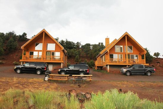 Uncle Earl's Cabins: Two cabins from front
