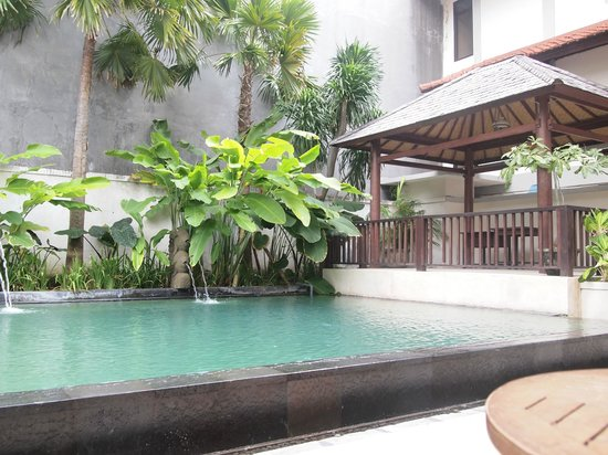 Bali Summer Hotel: quite spacious pool for small hotel