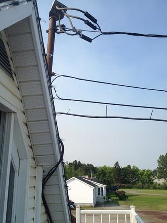 Motel au Soleil Couchant : entrée electrique trop près du balcon