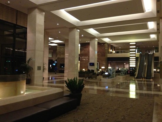 The Westin Los Angeles Airport: Lobby