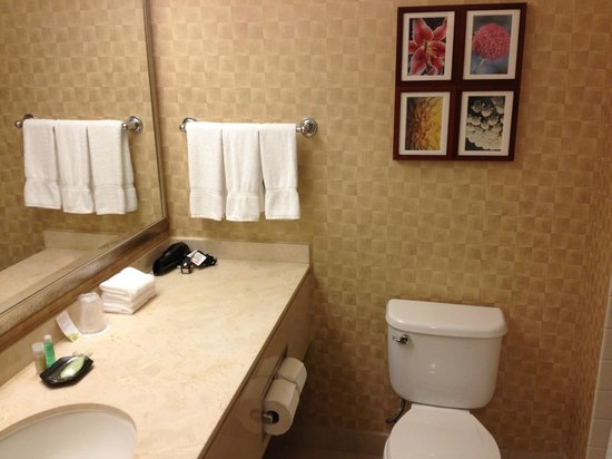 The Westin Los Angeles Airport: Bathroom