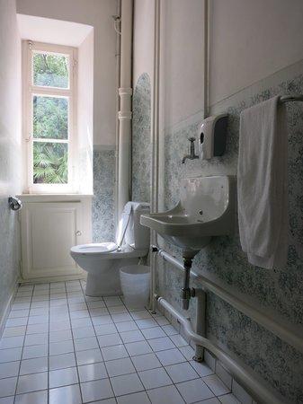Hotel Montarina & Backpackers Hostel: Hotel Montarina: Communal Toilet