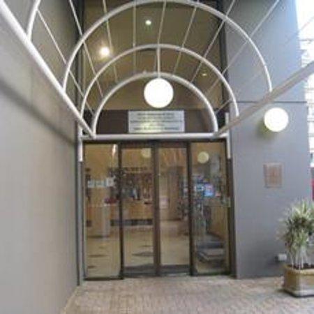 Quality Hotel Ambassador Perth: 入り口