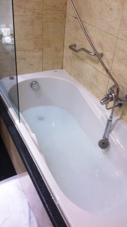 Occidental Atenea Mar - Adults only: clogged bathtub: your own swimming pool in your room ;-)
