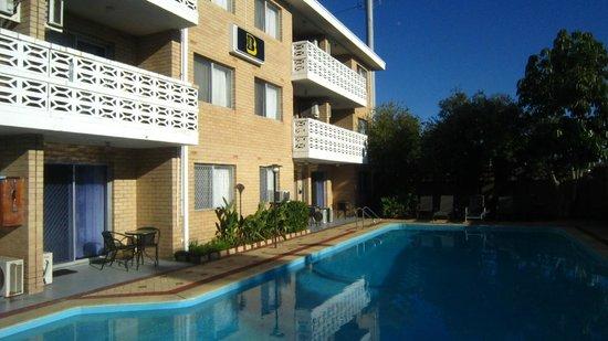 Brownelea Holiday Apartments: Pool area