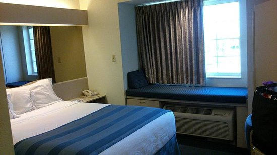 Microtel Inn & Suites by Wyndham Clear Lake: Room by Jets Like Taxis