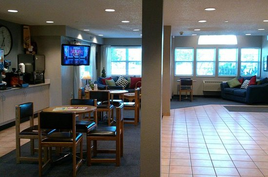 Microtel Inn & Suites by Wyndham Clear Lake: Lobby and Breakfast Area by Jets Like Taxis