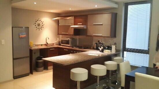 Aquarius Luxury Suites: Kitchen