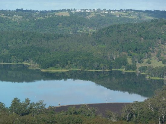Montville Misty View Cottages: Reflections on the lake
