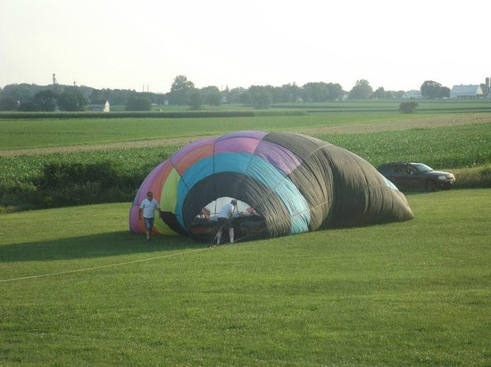 Harvest Drive Family Inn: air ballloon being inflated