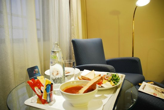 Dorint Airport Hotel Amsterdam: room service