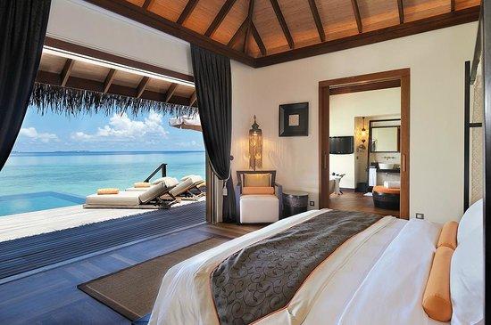 Sunset Ocean Suite (70124848)