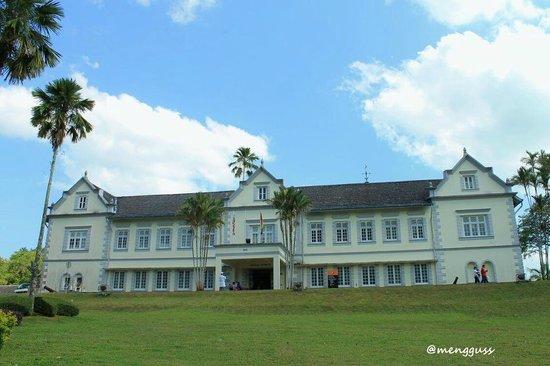 Telang Usan Day Tours: Sarawak Museum