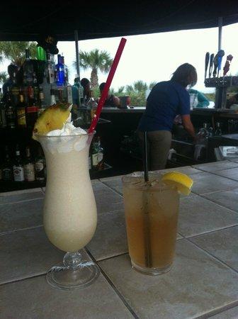 Hilton Cocoa Beach Oceanfront: pina colada @pool-side bar