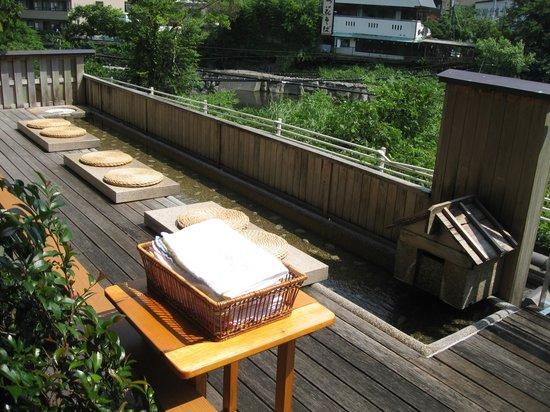 Hotel Kajikaso: 足湯コーナー。