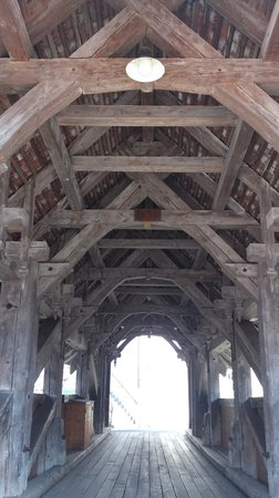 Gsteigwiler - vernacular wooden bridge - roof protects construction