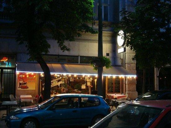 Restaurant Alföldi Vendéglő : Night time view