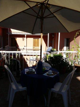Posada Nueva España: Terrasse petit dejeuner