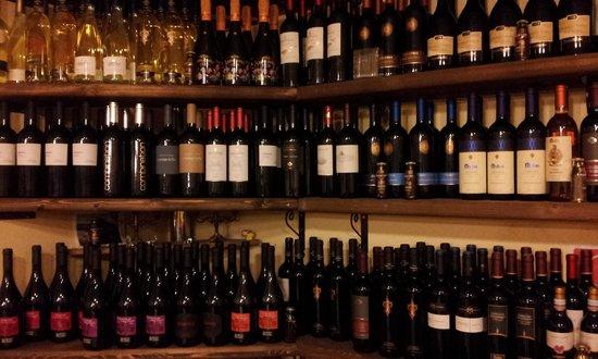 La Taverna DI Baffone: cantina di ottimi vini per tt le tasche e palati con prezzi da 5 a 70 euro.