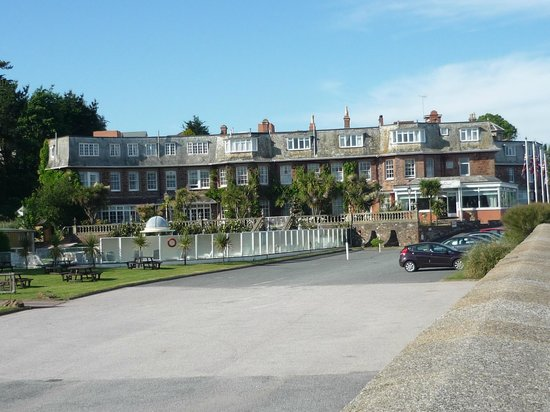 Livermead House Hotel: car park, pool area and hotel