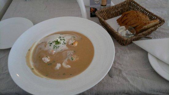 Rauda Husid: Yummy soup and fresh bread.