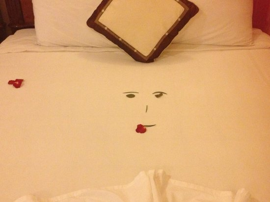 Holiday Diamond Hotel: The bed at your arrival
