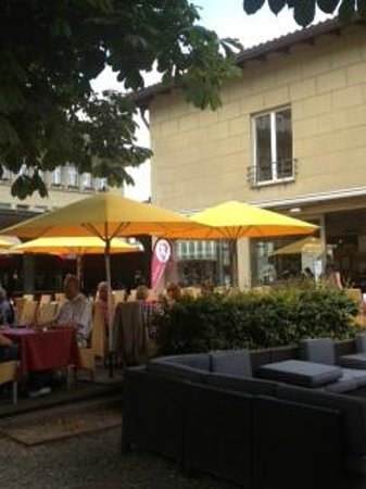Schuler Weinwirtschaft Bellavista: Located near the casino and parlament