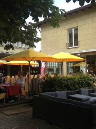 Schuler Weinwirtschaft Bellavista: Relax with a glass of wine
