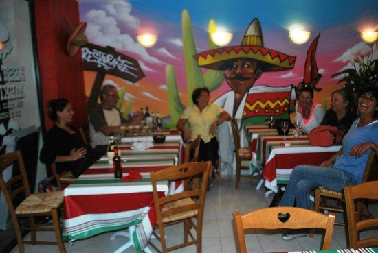 La Bamba : Costumers enjoying their meal