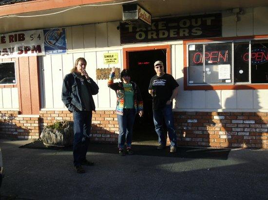 Ravenwood Motel: Bar gegenüber