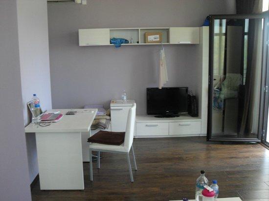 Motel Le Pont: Desk/Storage