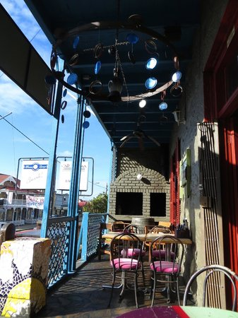 Cafe Havana: Eating on the front porch