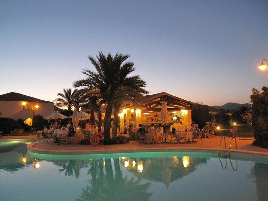 Costa Rei, Italy: bar sulla piscina