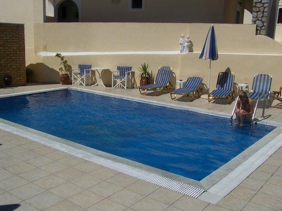 Evgenia Villas & Suites : Πισίνα του ξενοδοχείου