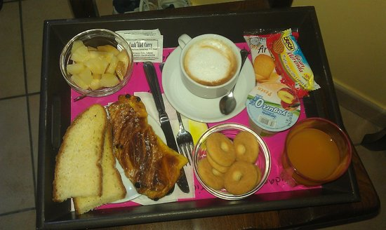 Hotel Columbia Palermo: Last breakfast served in the room