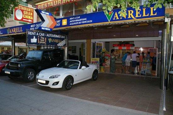Hotel Bahía de Alcudia: Car hire down the road