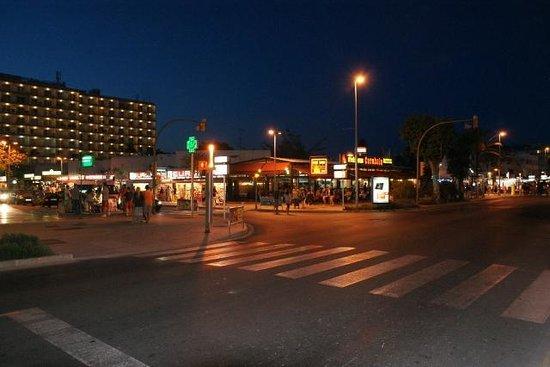Bahia de Alcudia: Down the road