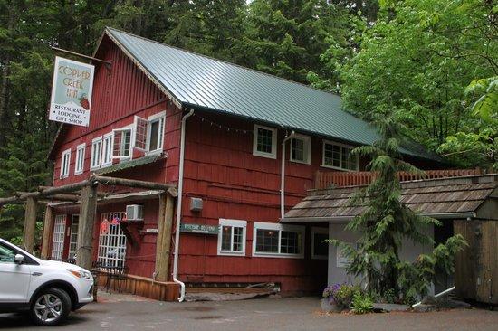 Copper Creek Inn: Hauptgebäude Frencies Suite ist oben links