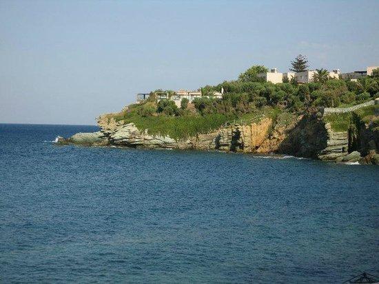 Out of the Blue Capsis Elite Resort: Το ιταλικό εστιατόριο όπως φαίνεται από την παραλία!!!
