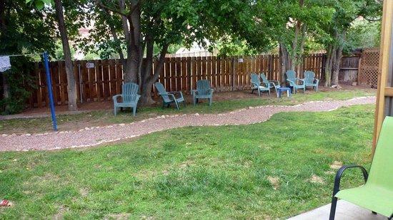 Kokopelli Lodge & Suites: Jardin arrière