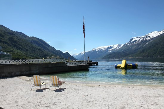 Hotel Ullensvang: Private Sand Beach