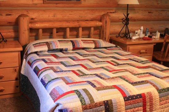 Luton's Teton Cabins: Bedroom of Cabin 9