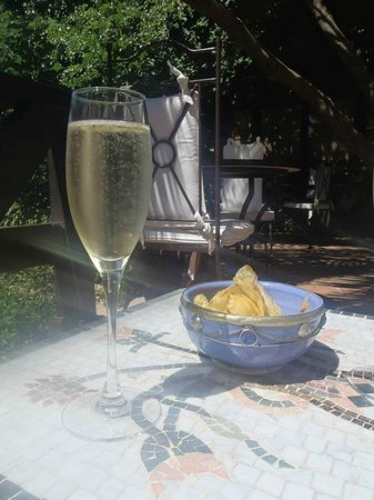 Boutique Hotel Las Islas: Champagne and chips