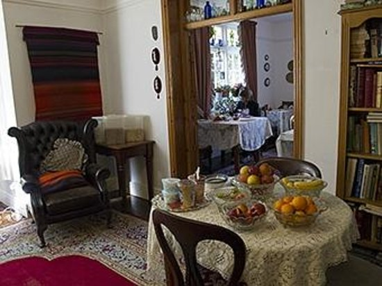 Leena's Guest House: Breakfast room