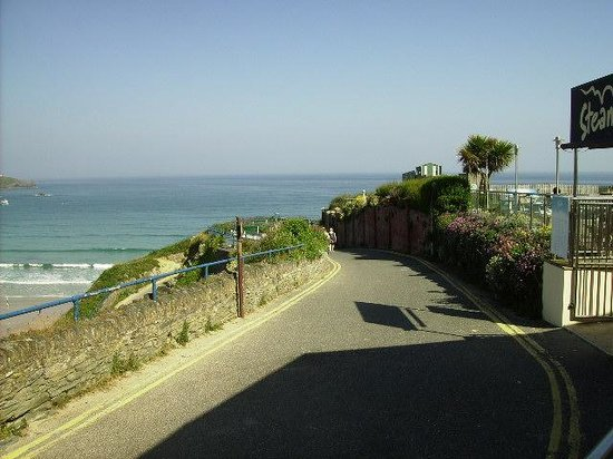 Great Western Hotel: Narrow lane down to the beach