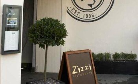 Zizzi - Guildford: Entrance