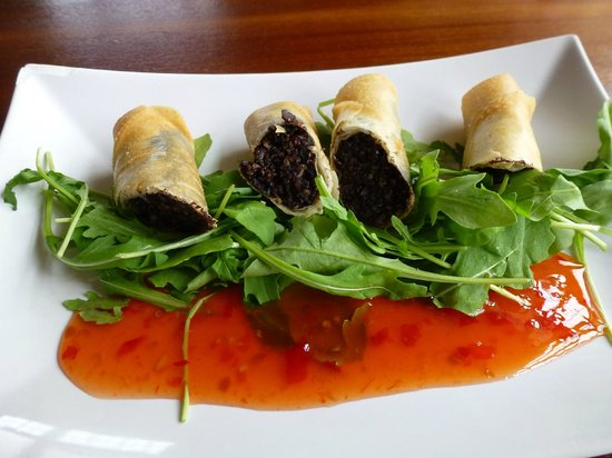 Albert Hotel: Starter: Haggis & Black Pudding Spring Rolls on Rocket with a Chili Sauce