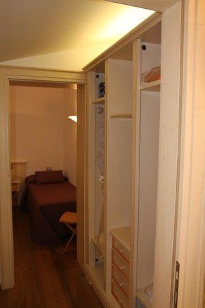Palazzo Trevi Charming House: The wardrobe/hallway